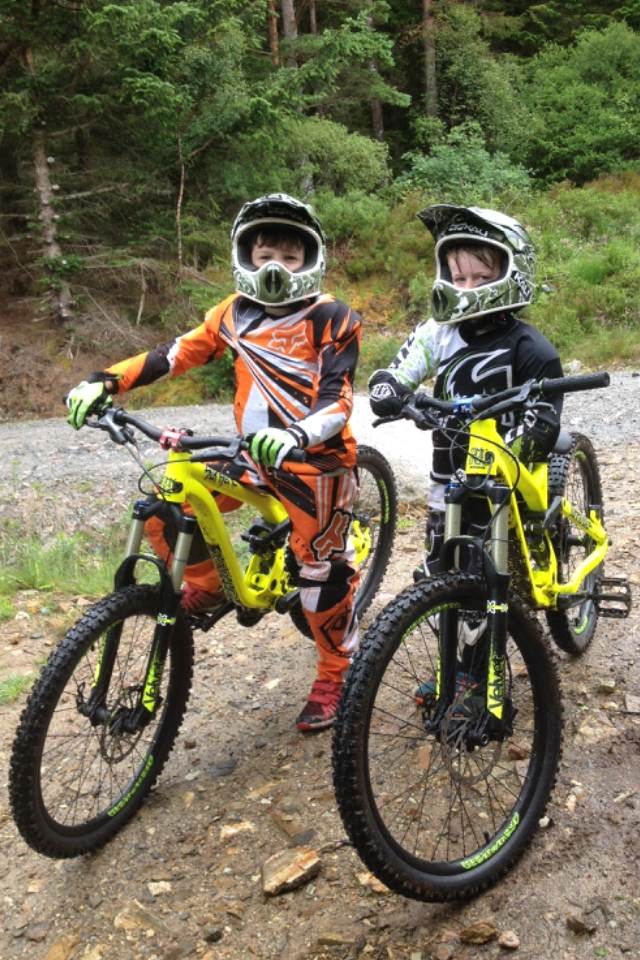 Alistair and Cailean Galloway on Commencal DH Supreme 24